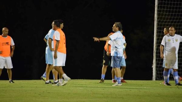 La Selección Argentina de mayores de 50 años sale a la cancha en un tradicional torneo