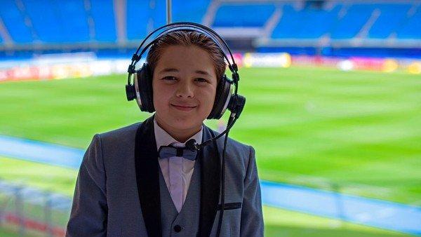 """El comentarista de fútbol más joven del mundo será jurado de un concurso internacional para """"mini"""" relatores"""
