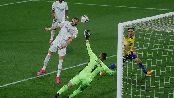 futbol-espanol:-real-madrid-goleo-y-se-trepo-a-la-punta-con-un-nuevo-record-de-benzema