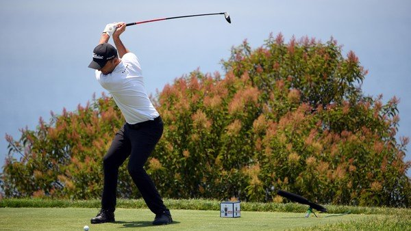 Entre la niebla, las dificultades de la cancha y una maldición que parece seguir vigente, el US Open de golf puso primera a medias