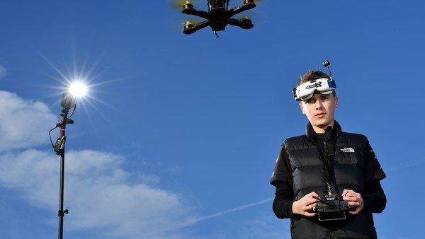 Un dron autónomo derrotó por primera vez a dos pilotos humanos en una carrera
